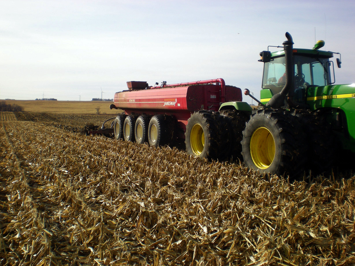 Double-Disc manure applicator in the field